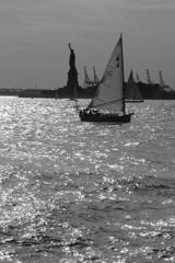 ヨットと女神