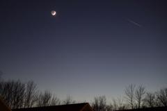 地球照と飛行機雲