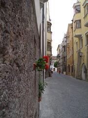 花のある路地