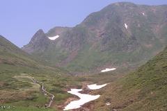 雪渓を越えて