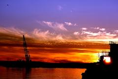 燃える港町の夕日
