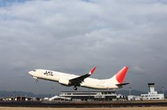 JAL B737-800 出雲空港を飛びつ立つ