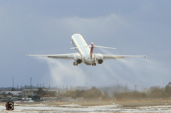 JAL MD-90 飛び立つ