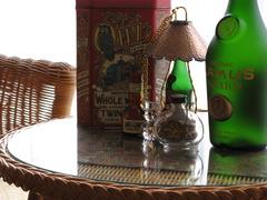クッキーの缶と洋酒