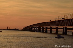 夕暮れの連絡橋