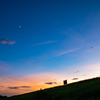 夏空 マジックアワー月と飛行機