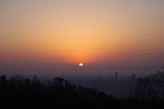 日の出 五月山から2
