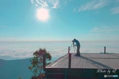 雲海の上のカメラマン