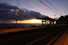 夕暮れの駅_コルニリアにて