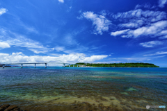 瀬底大橋と瀬底島