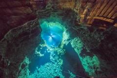 水深98mの地底湖は♡の形の恋愛パワースポット