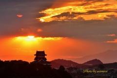 犬山城 燃える夕暮れ