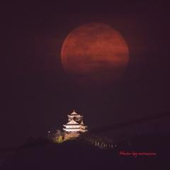 岐阜城と赤い満月