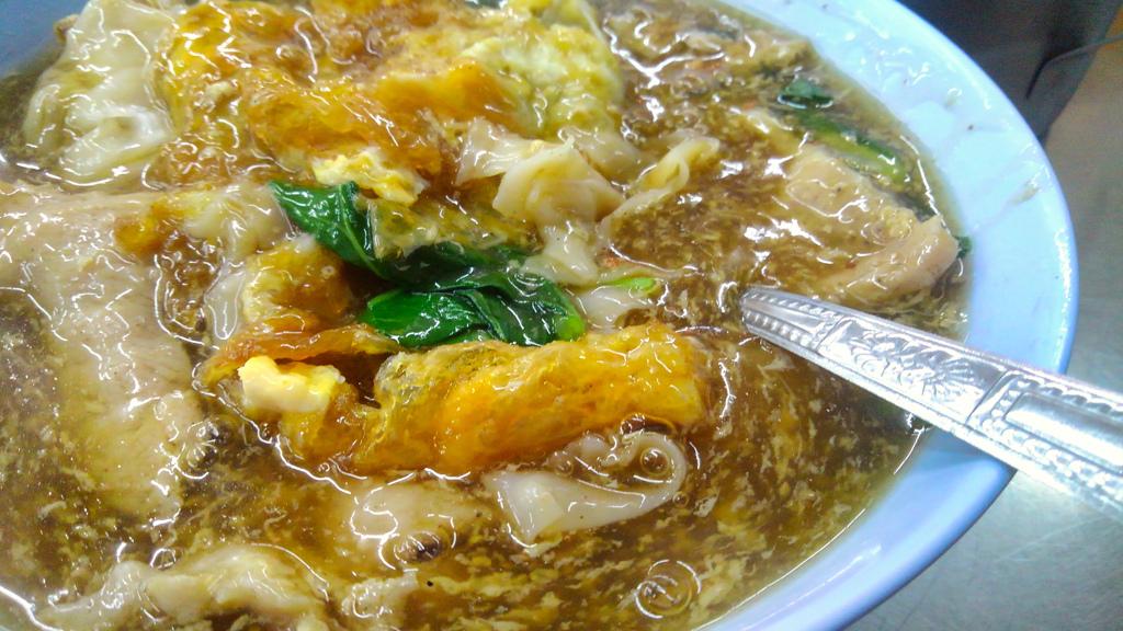 タイでの食事➀ φ(c・ω・ )ψ モグモグ