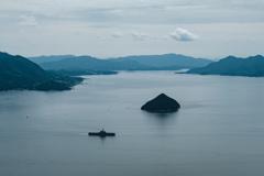 大黒神島と、護衛艦