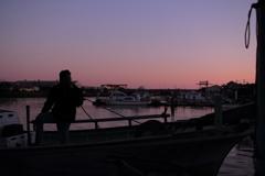 小さな漁港の夕暮れ