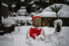 赤い帽子の雪地蔵様