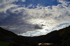 ダム湖の秋空・・・