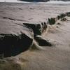 砂浜の凹凸を