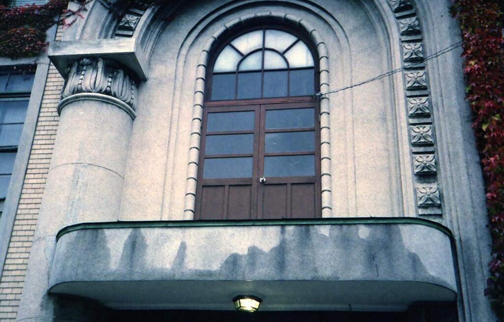 洋館の窓・・・2