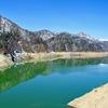 渇水のダム湖のその先