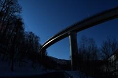日の出待ちのループ橋・・・