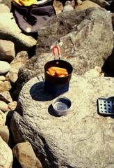 浜で朝飯・・・