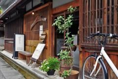 雨宿りは古民家カフェで…