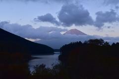 田貫湖と赤富士