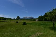 新緑の開田高原と御嶽山