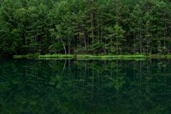 深碧の御射鹿池