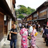 金沢東茶屋街の賑わい