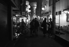 裏通りの夜