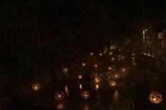 川の音、灯りのゆらめき