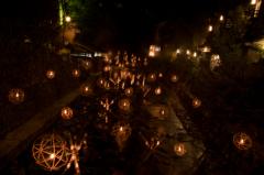 温泉街の湯灯り