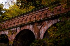 秋の中の水路閣