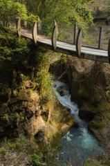 滝と吊り橋