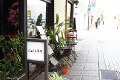 白いカフェの予約席