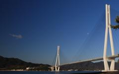 多々羅大橋と月
