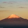 夕日に照らされる富士山