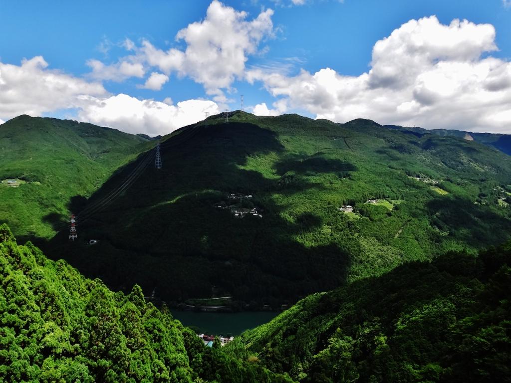 第千五百十六作  「はつきり山に 雲影が この夏の証しとして」 静岡県瀬尻