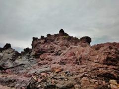 第二千十八作  「雨あられ 波と洗わる 大岩の羅漢」 山形県遊佐