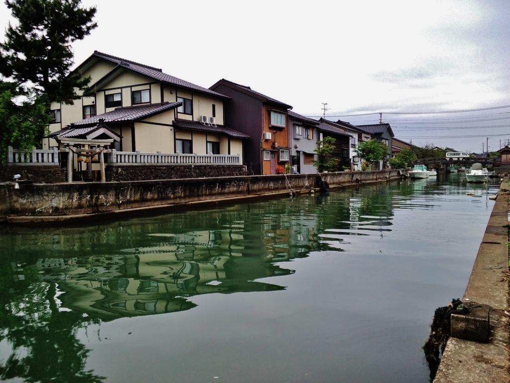 第二千二百十六作 「運河 その向かうの お社を拝む」 富山県岩瀬