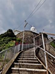 第二千九十一作 「教会の 石段に手を 春嵐」 長崎県神ノ島
