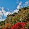 第千九百七十三作  「岩が岩に 折り重なつて 天高し」 愛媛県久万