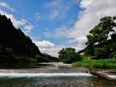 第千八百三十四作  「澄んで 水も空も をとめのほほ笑み」 静岡県浦川