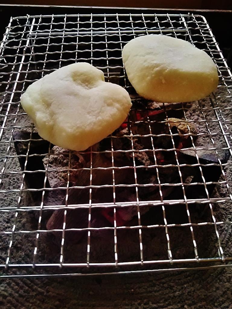 第千二百八十三作  「なにやら落ち着ひた火の ふくれた餅」 東京都多摩