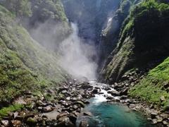 第二千二百二十一作 「滝飛沫 あつめて流るる 水のたふとさ」 富山県立山
