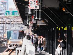 乗り換え駅の風景