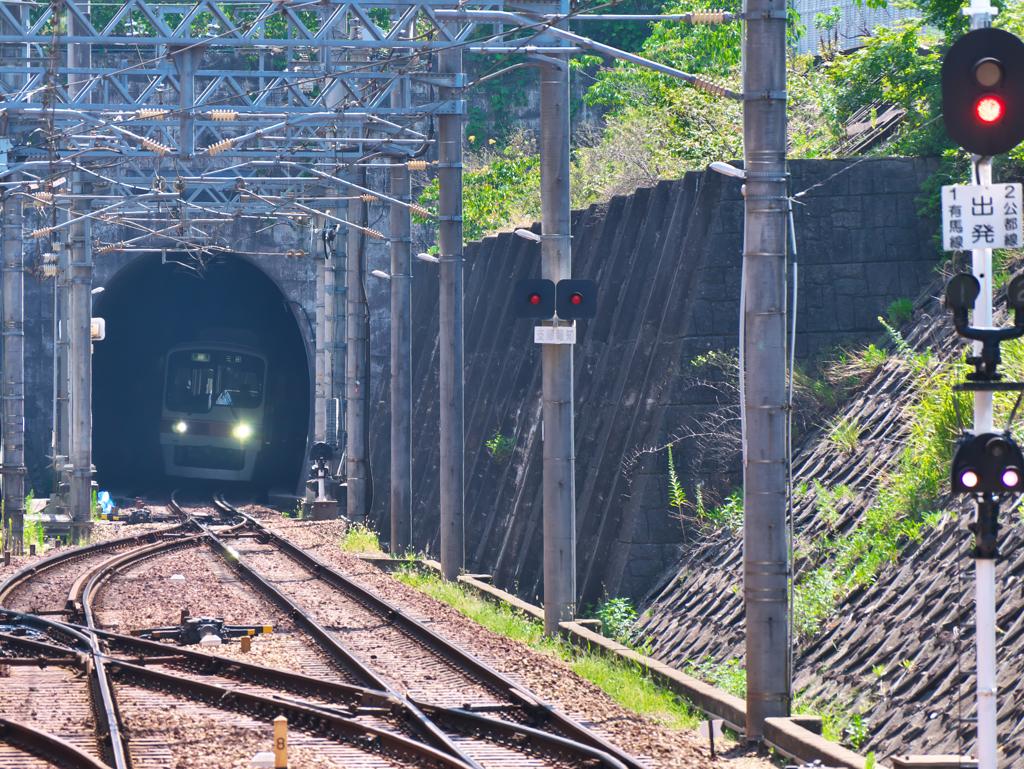 トンネルの彼方から